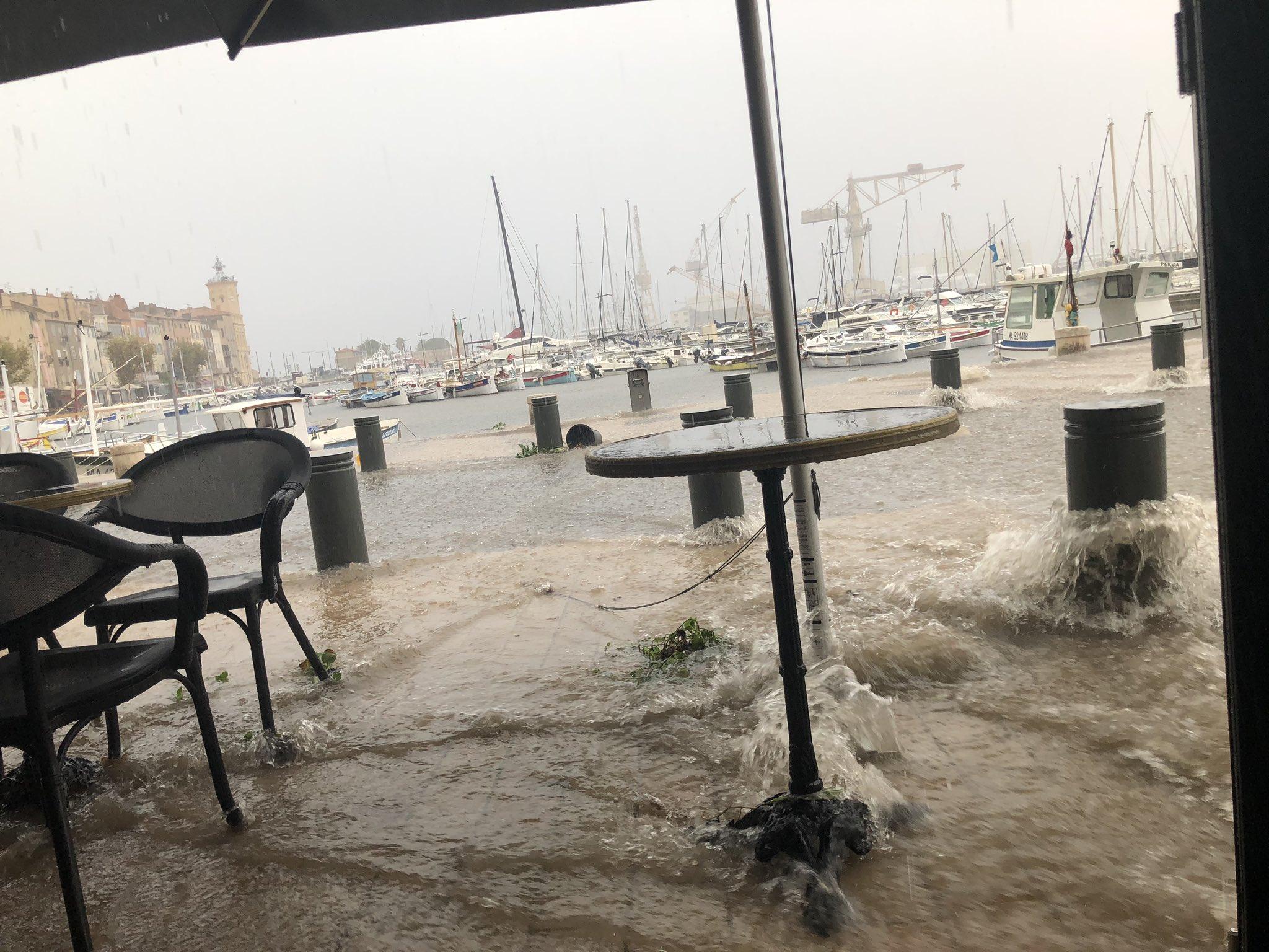 Un torrent d'eau a déferlé sur le port de La Ciotat