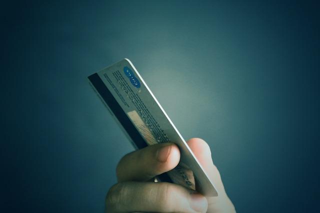 La Ciotat : un couple de faux policiers soupçonné d'avoir dérobé des cartes bancaires