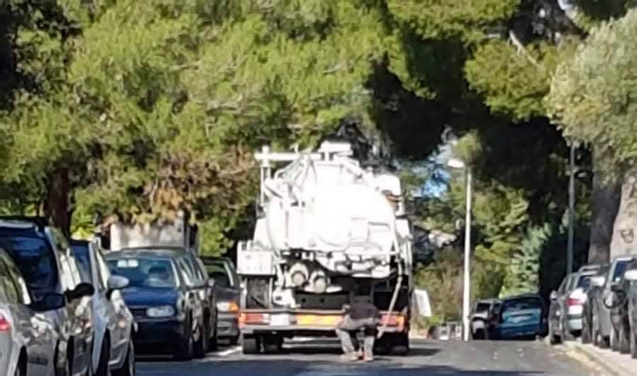 La Ciotat : un camion vide sa cargaison d'eaux usées dans une bouche d'égout.